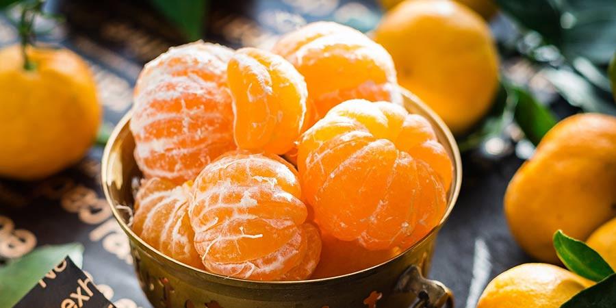 Peeled mandarin oranges in a bowl