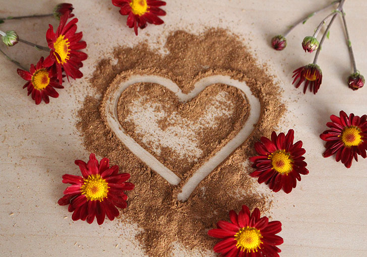 herbal powder in heart shape